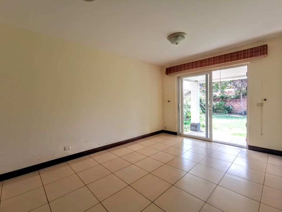 cayala casa en venta de 4 habitaciones