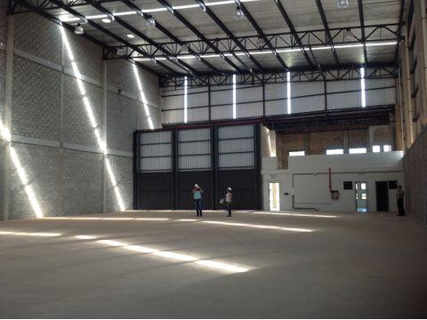 alquilo deposito de 4000 m2 en complejo cerrado