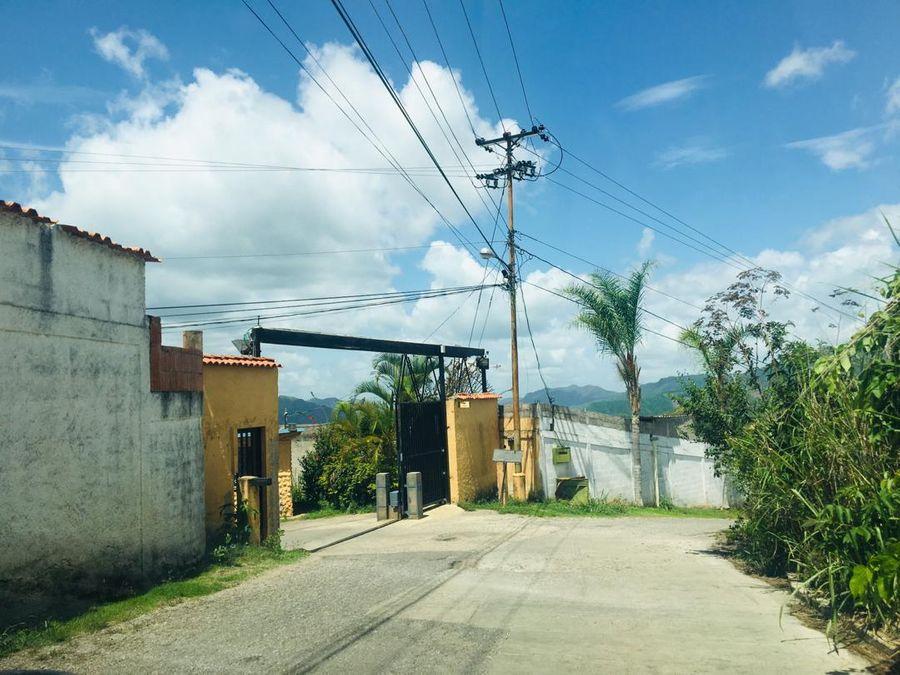 se vende terreno 555m2 colinas de caicaguana