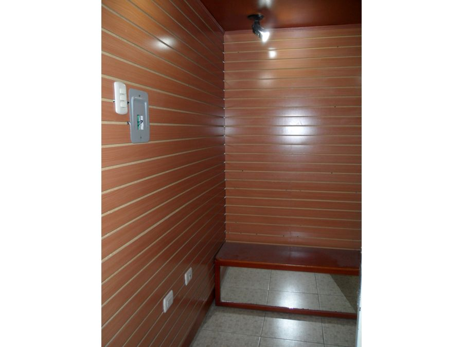 se vende local 4m2 caricuao