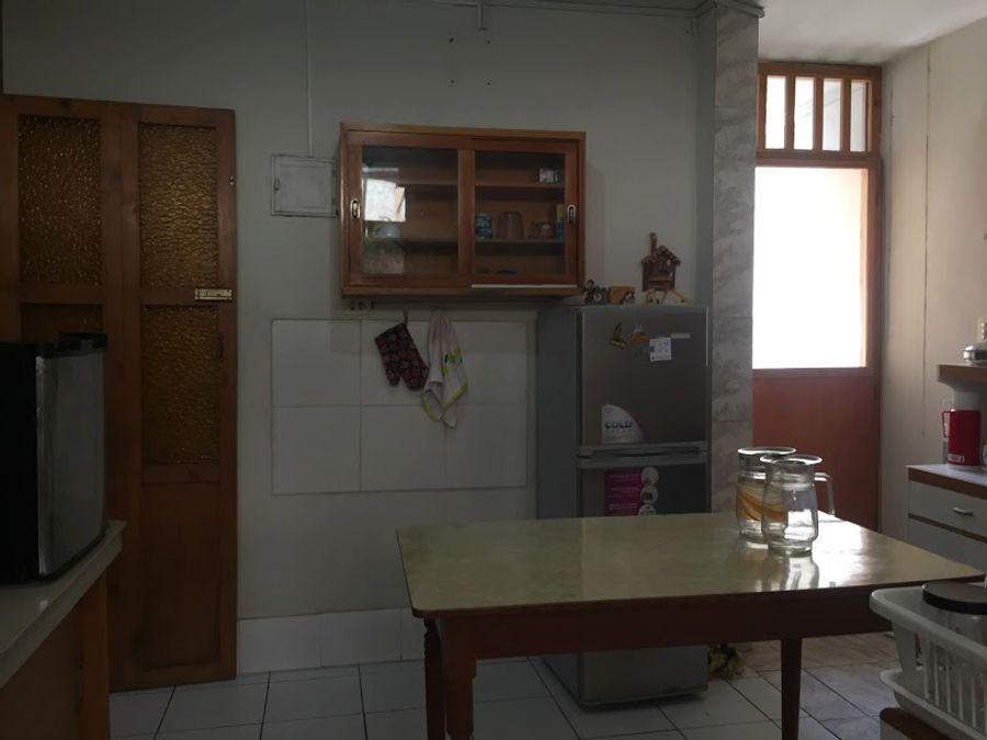 vendo amplia casa y cuartos para alquiler en geranios piura