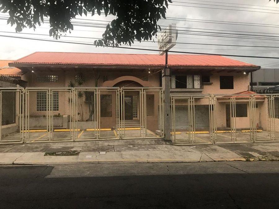 alquiler de edificio rohrmoser sobre boulevard