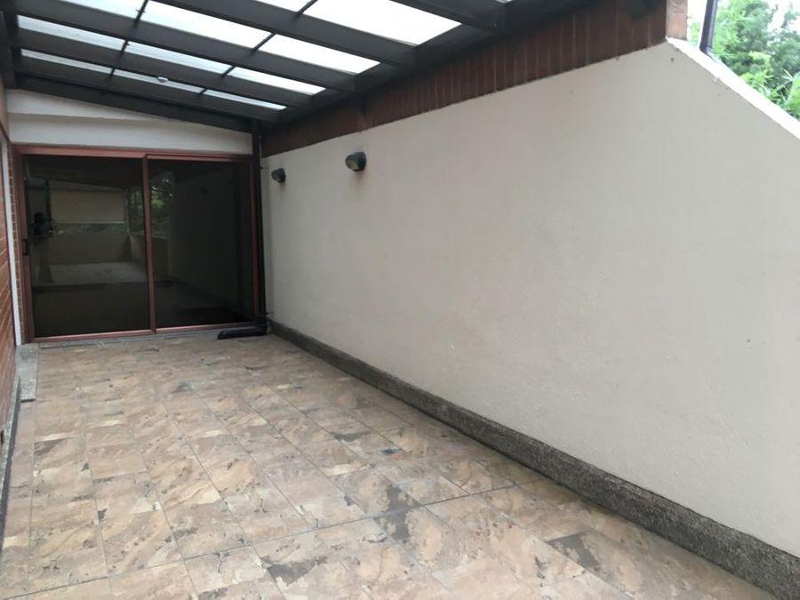 apartamento con espectacular terraza y pergola