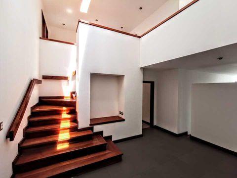 hermosa casa en condominio pequeno zona 16