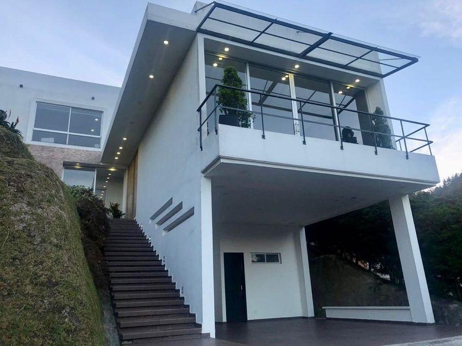 moderna e iluminada casa campestre en envigado