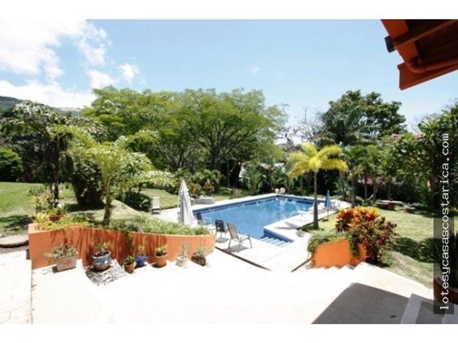 escazu propiedad con 2 casas cancha tenis piscina