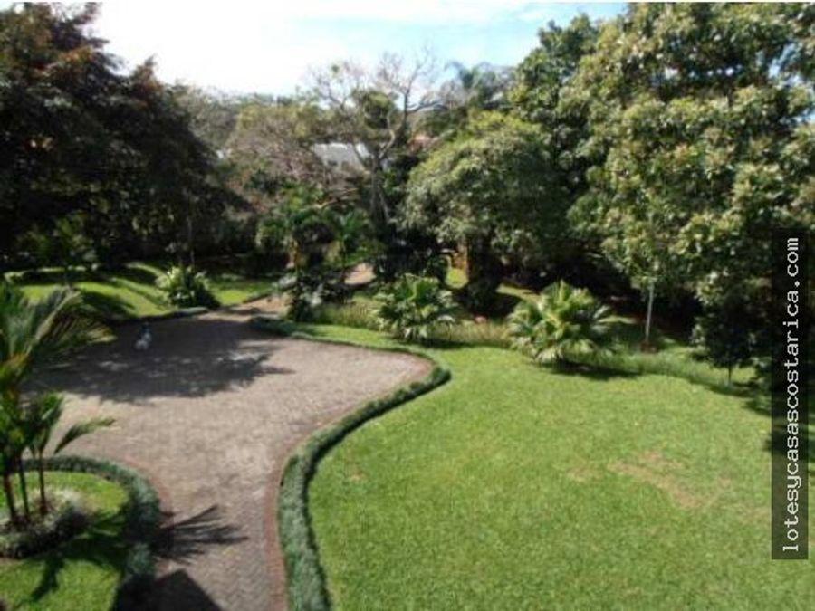 casa con lindo jardin ciudad colon