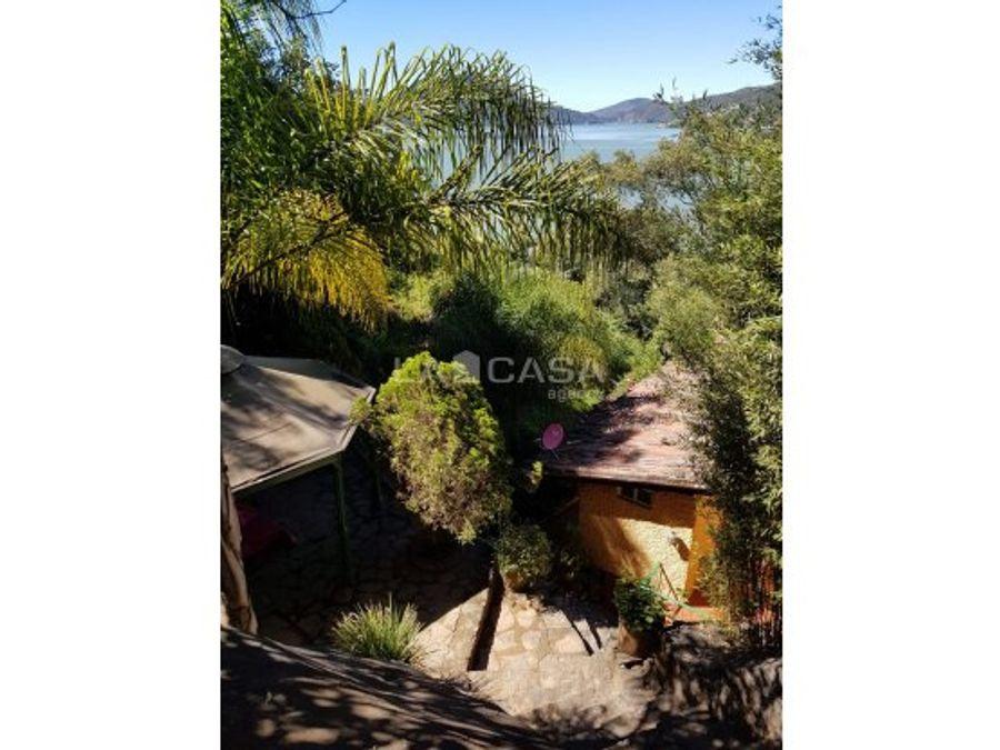 casa vallesana con vista y acceso al lago