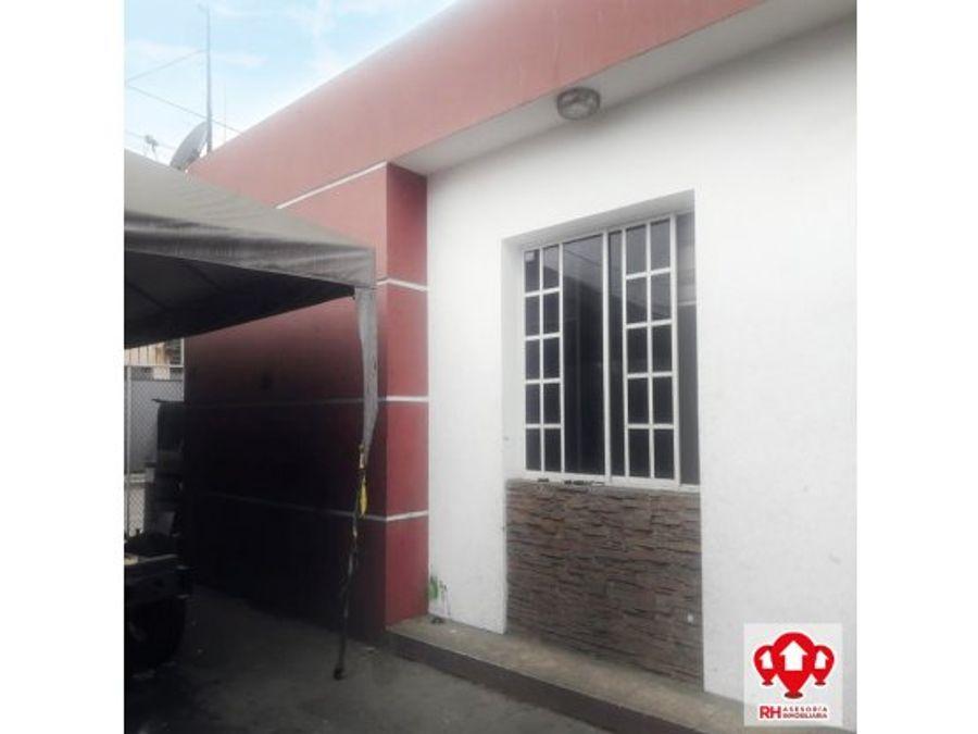 casa esquinera en el centro de machala 939
