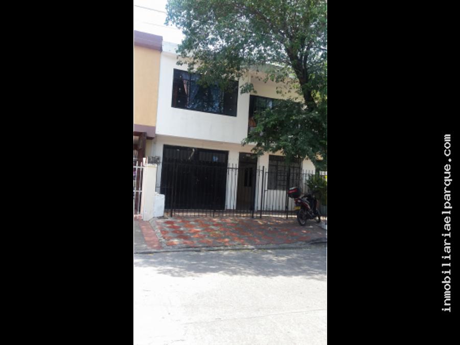 bonita y amplia casa en el barrio centenario
