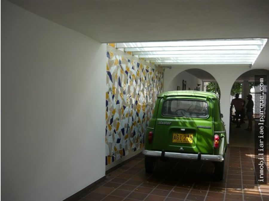 vendo casa sobre la avenida bavaria