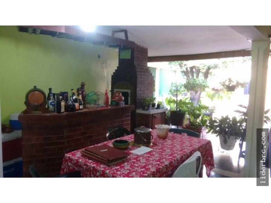 en venta amplia casa en las quintas de naguanagua