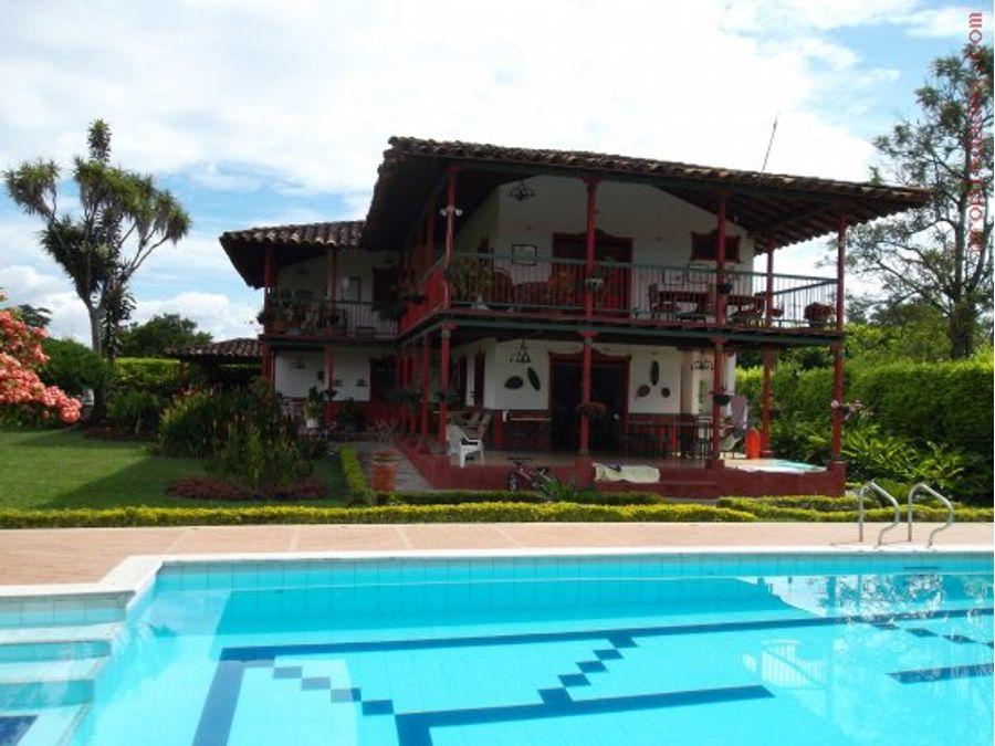 casa chalet con arquitectura quindiana