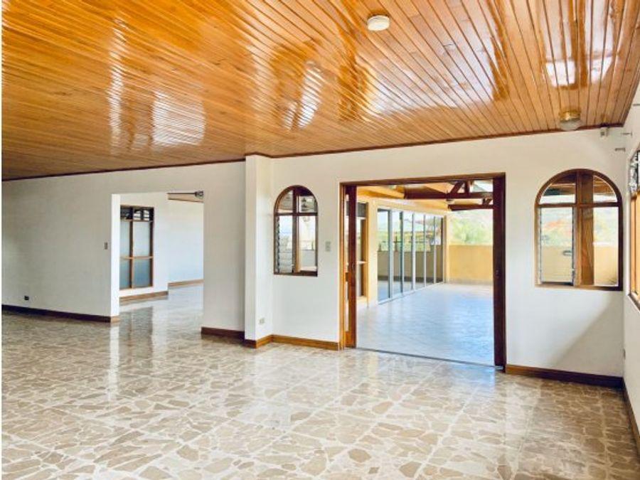 casa para alquiler en condominio ubicado en san antonio de escazu