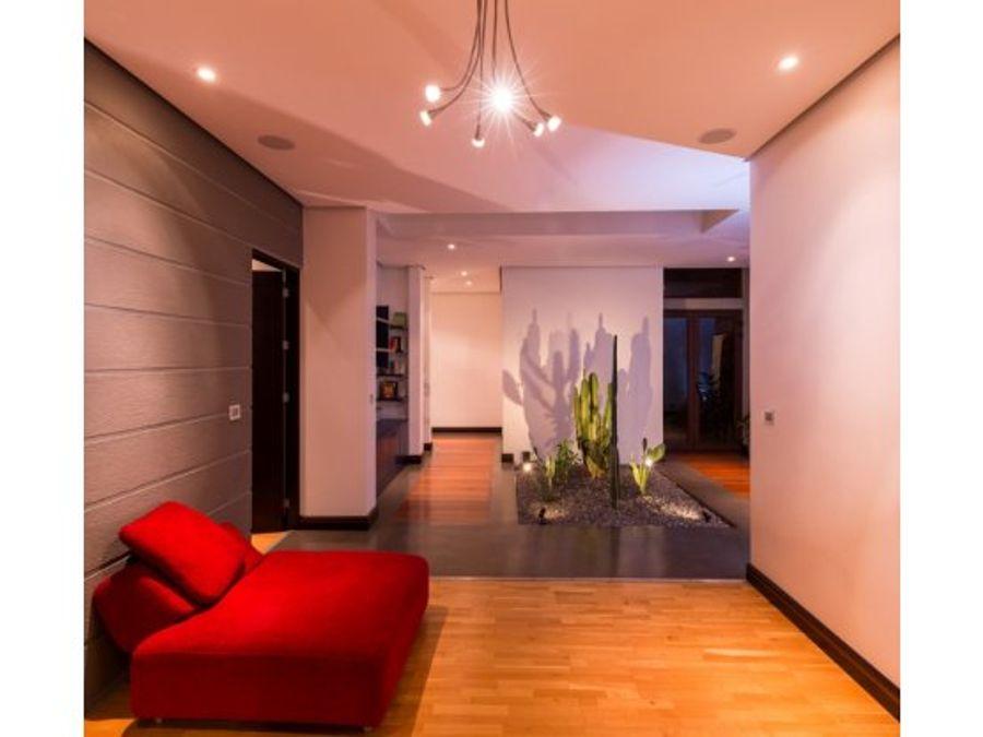 casa de lujo santa ana en condominio con vistas
