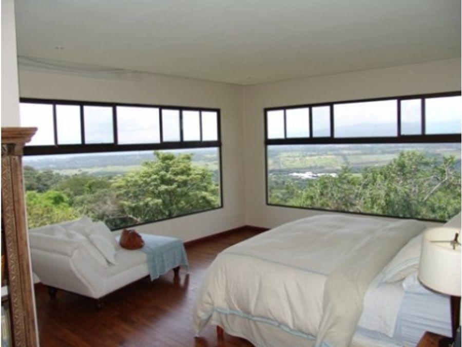 casa moderna en condominio ciudad colon con vistas