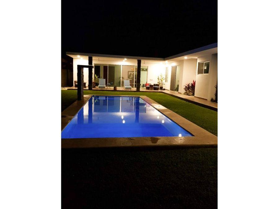 casa en venta de un piso en privada la rejoyada