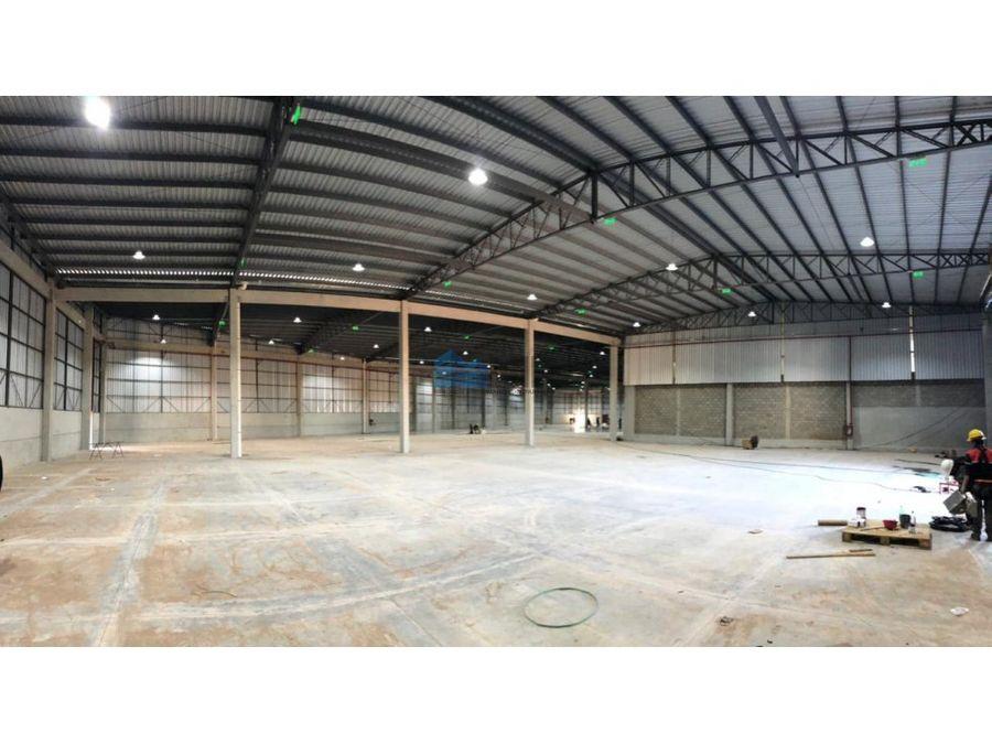 alquilo tinglado de 4200 m2 en villa elisa