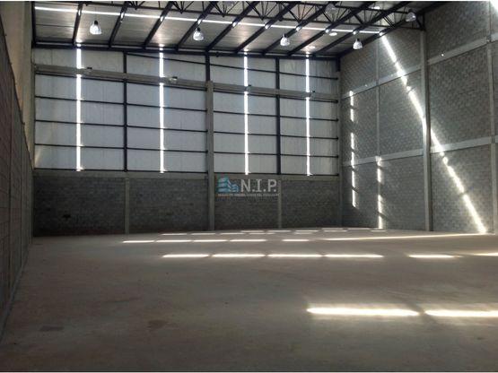 4 tinglados de 800 m2 con 14 metros de altura