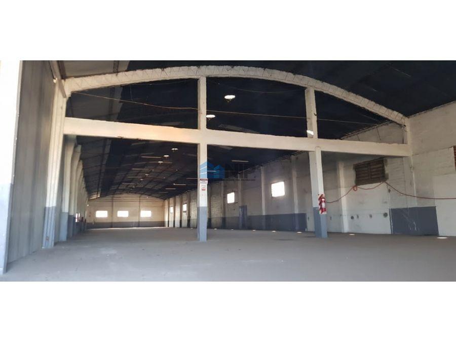 alquilo deposito de 1090 m2 en mra zona rotonda