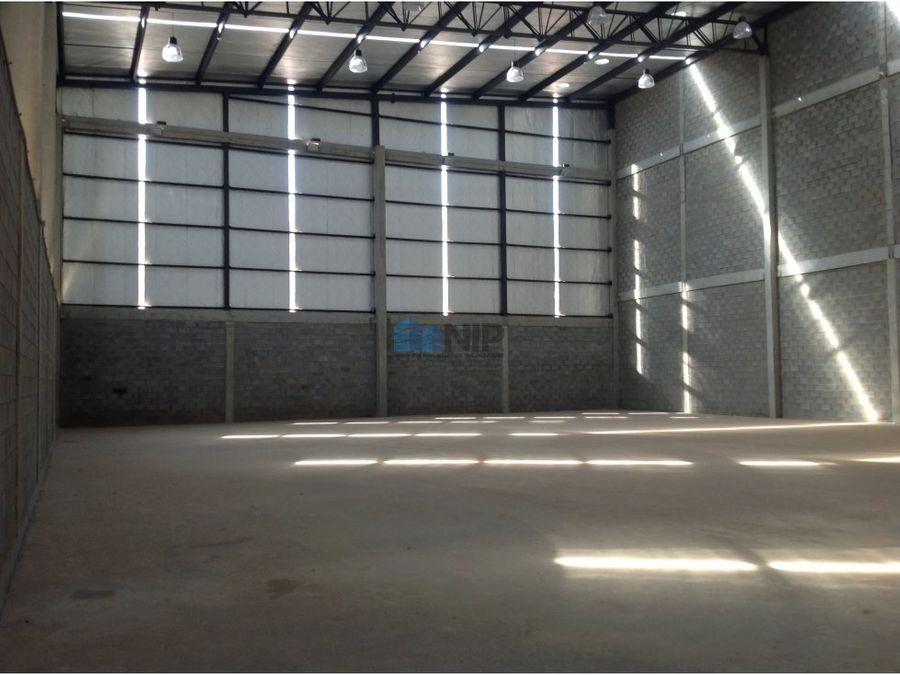 alquilo deposito de 1600 m2 en complejo cerrado