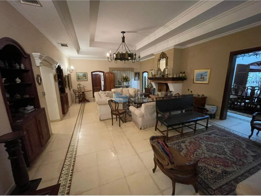 alquilo preciosa casa colonial amoblada