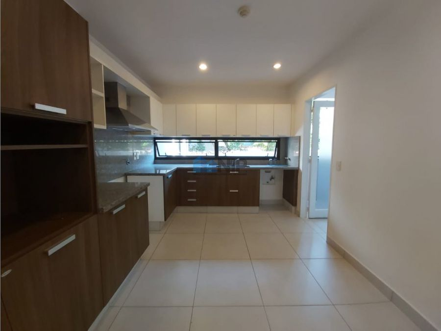 vendo amplio departamento de 3 dormitorios en mburucuya