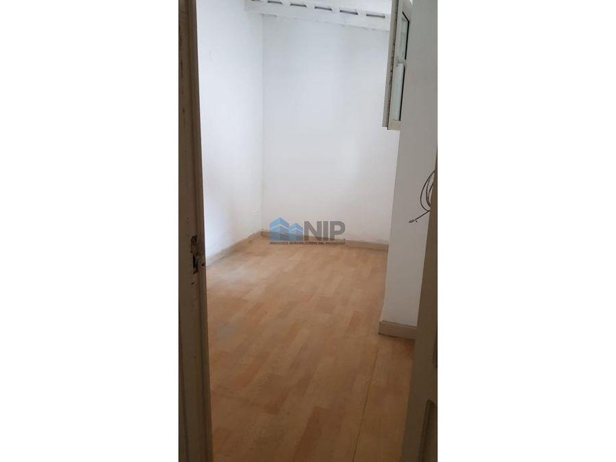 alquilovendo amplio salon de 130 m2 sobre av peru