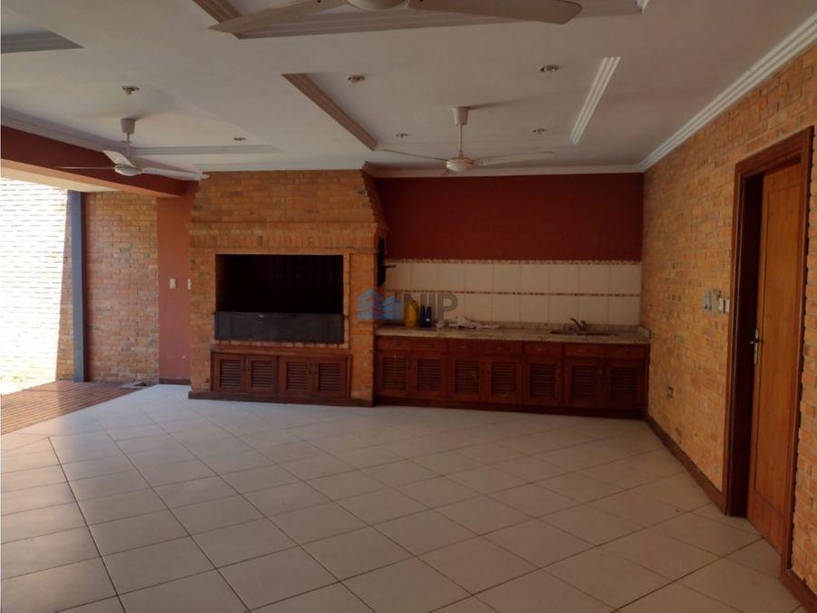 alquilo hermosa residencia en barrio mburucuya