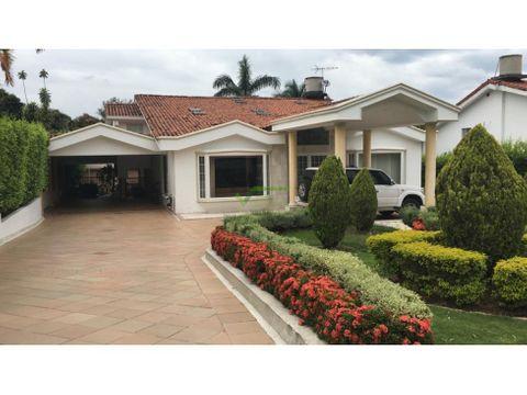 se vende casa preciosa en exclusivo sector del sur de cali
