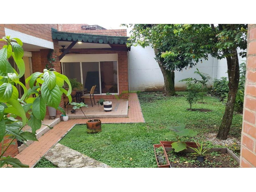 se vende casa amplia fresca y remodelada en altos de ciudad jardin