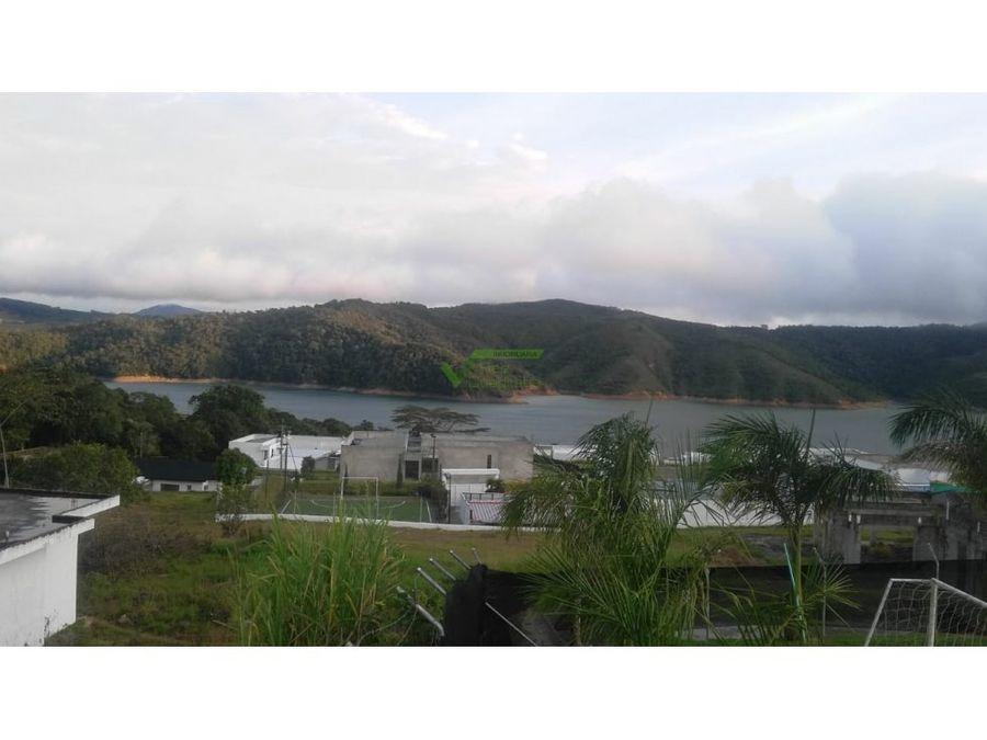 se vende casa campestre en lago calima el darien