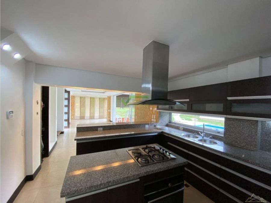 casa campestre moderna con amplios espacios