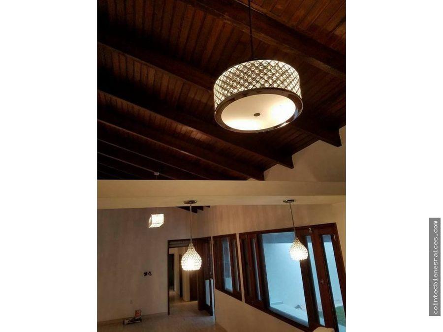 alquilo hermosa casa de lujo en el hatillo 2000