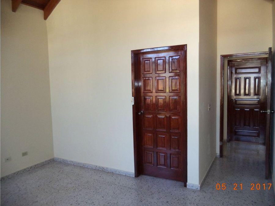 alquilo casa grande en lomas del guijarro1400