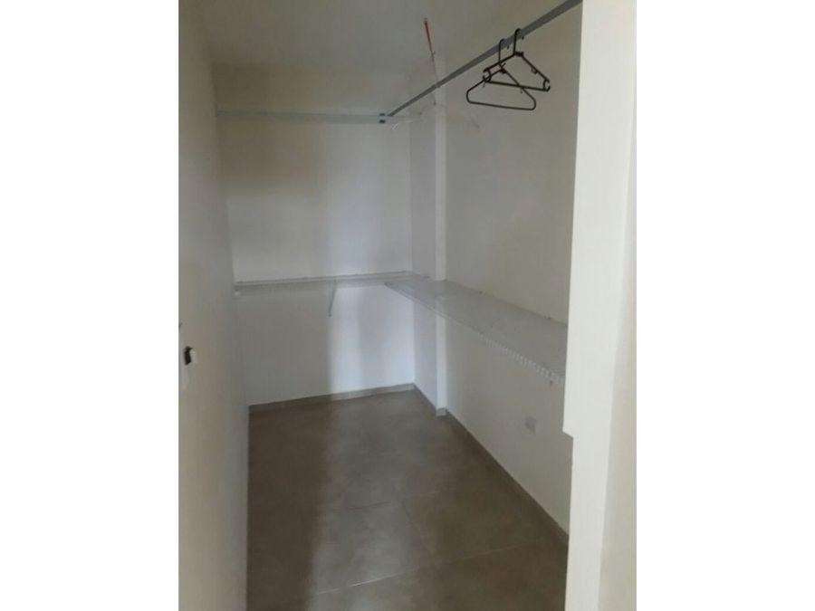 se alquila apartamento en colonia lara 650