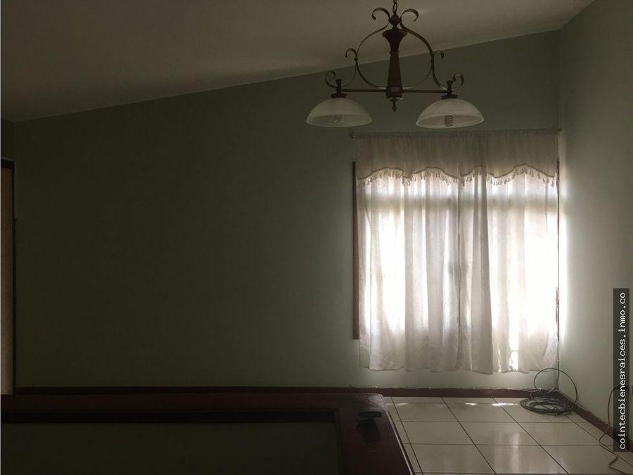alquiler o venta de casa grande en la elvel 1800