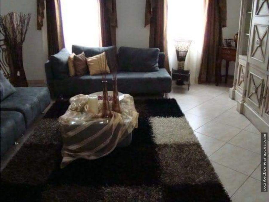 alquilo casa de lujolomas del guijarro3500
