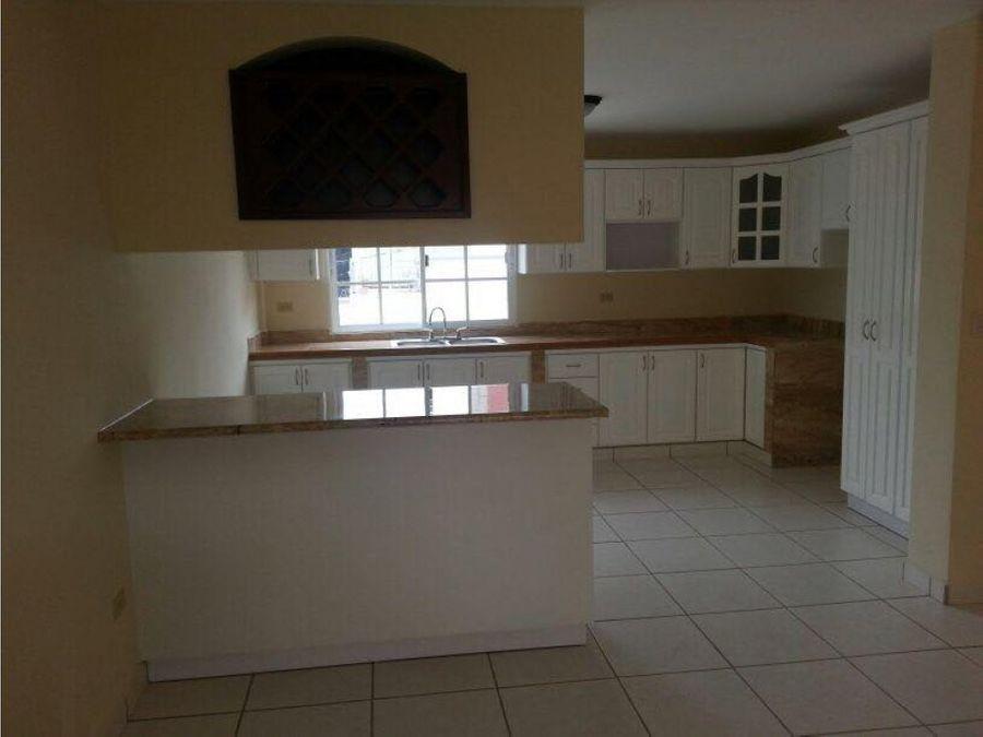 alquilo bonita casa roble oestecircuito l15000