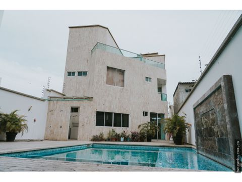 vendo casa de tres niveles con piscina y jardin en santa marta