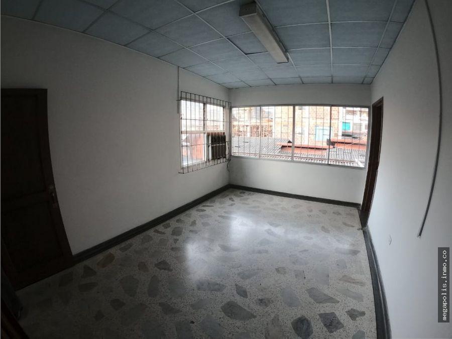 edificio con bodega en arrendamiento en el centro