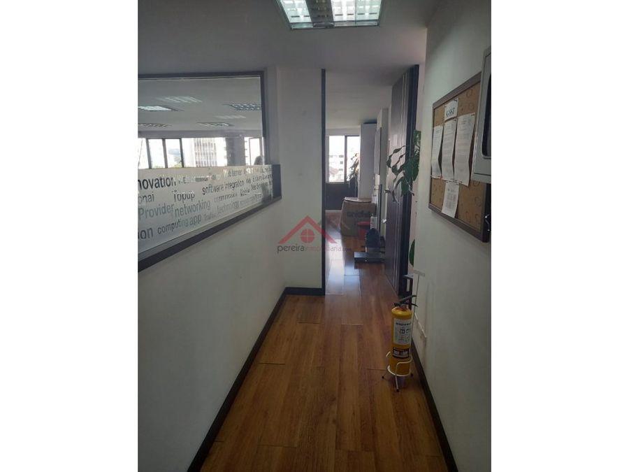 se renta excelente oficina en edificio banco popular
