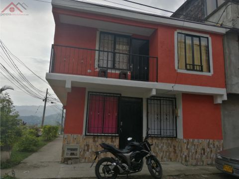 hermosa casa de 2 pisos y terraza