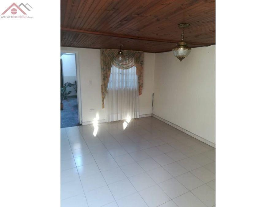se vende casa en el centro completa o por piso independiente