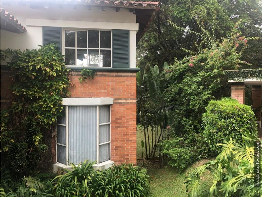 vendo casa ubicada en sector de medellin
