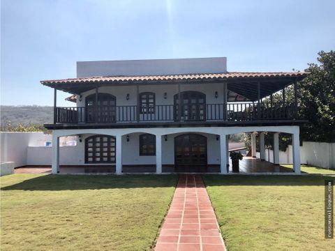 se vende casa estilo espanol en pradomar