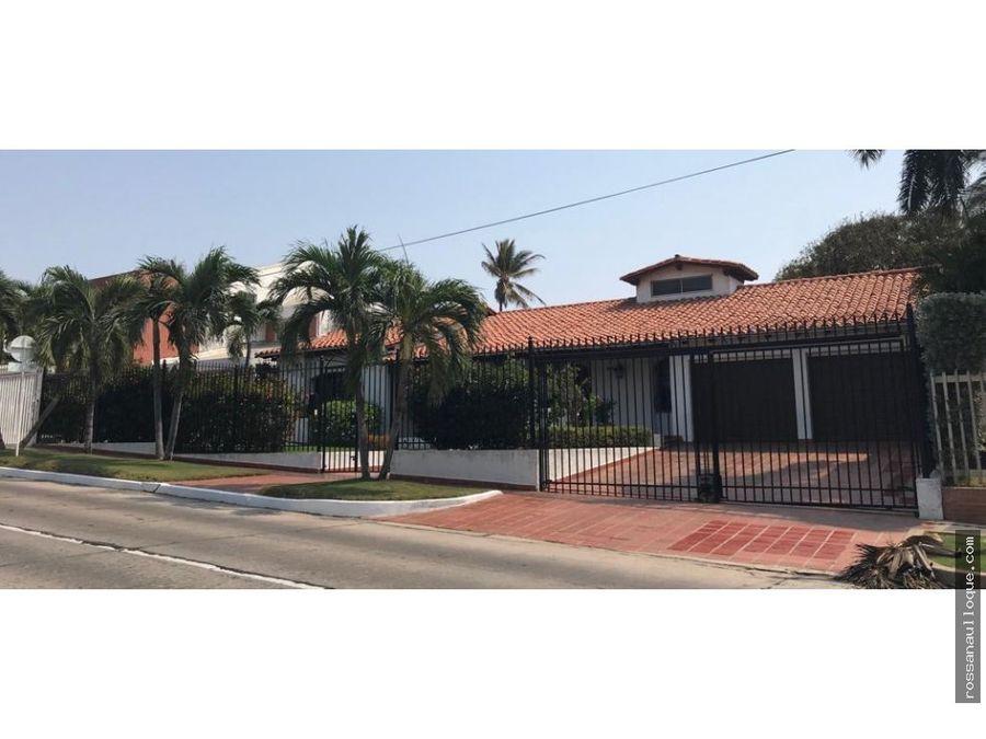 se vende casa en el barrio riomar bquilla
