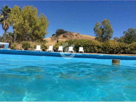 finca con cabanas y piscina en malaga