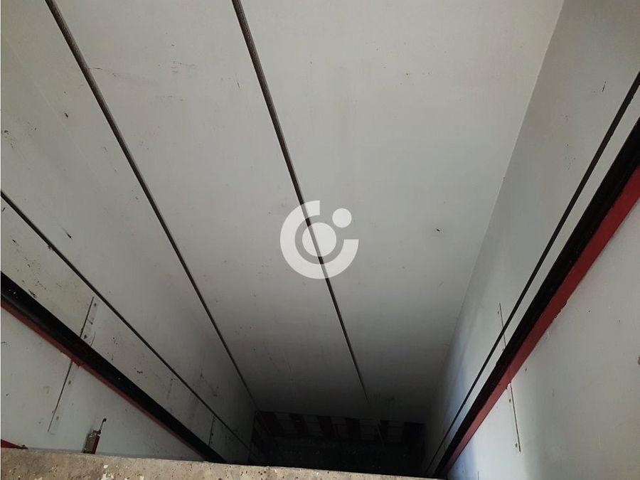 edificio de locales en arona cabo blanco