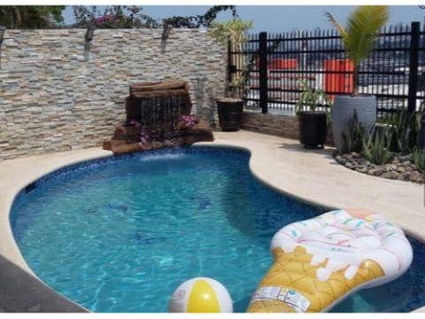 casa en el doral en venta con piscina
